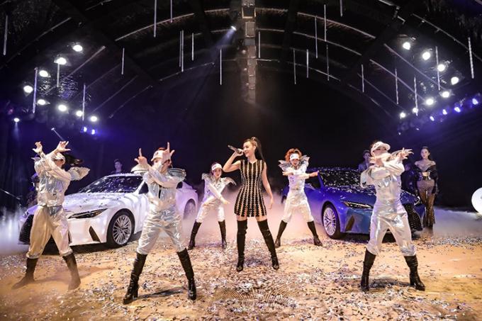 Rapper, Á hậu Nguyễn Hà Kiều Loan tại sự kiện. Ảnh: Lexus Việt Nam.