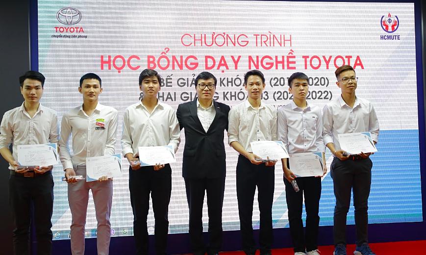 Toyota Việt Nam tặng học bổng dạy nghề cho sinh viên