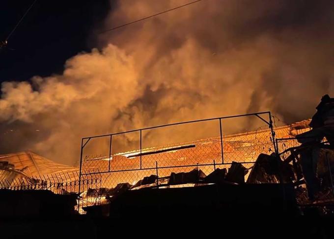 Gần 5.000 m2 nhà xưởng bị cháy rụi. Ảnh: Yên Khánh
