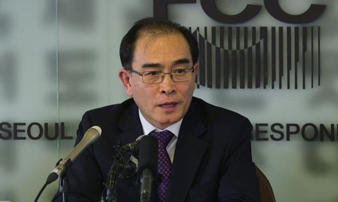 Thae Yong-ho cựu phó đại sứ Triều Tiên tại Anh đào tẩu sang Hàn Quốc, tại một cuộc họp báo ở Seoul năm 2019. Ảnh: ABC.