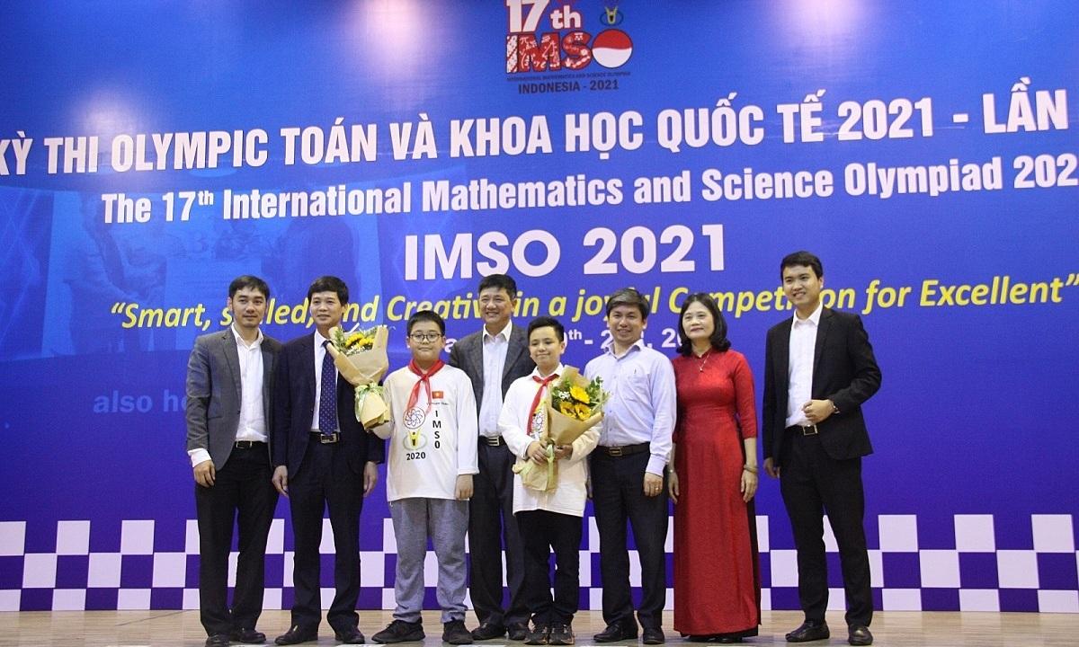 Việt Nam giành hai huy chương vàng Olympic Toán và Khoa học
