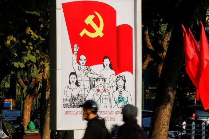 Áp phích chào mừng chào mừng Đại hội XIII trên đường phố Hà Nội. Ảnh: Reuters.