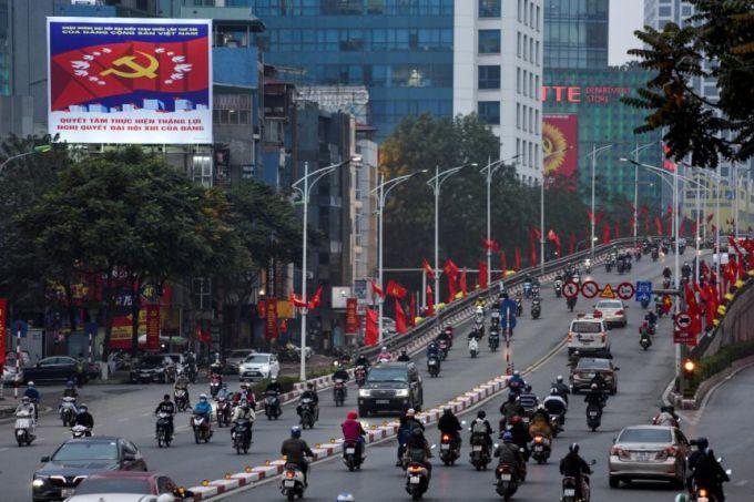 Đường phố Hà Nội được trang trí cờ hoa và các biểu ngữ, áp phích chào mừng Đại hội XIII. Ảnh: Reuters.