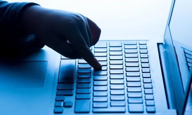 Phần mềm độc hại trong máy tính xách tay của học sinh