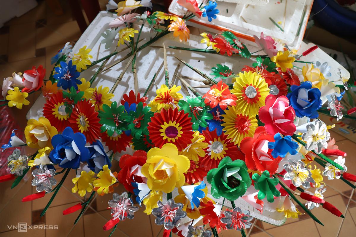 Gia đình 40 năm làm hoa giấy dịp Tết