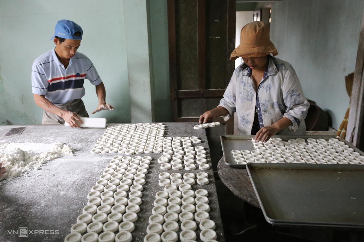Làng nghề bánh in vào vụ Tết