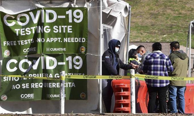 Một điểm xét nghiệm nCoV tại bang California hôm 28/1. Ảnh: AFP.