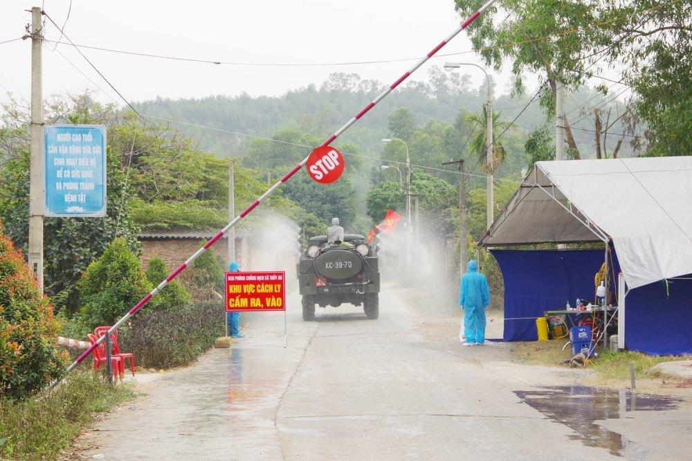 Quảng Ninh phong tỏa thêm một xã