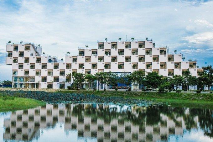 Trường Đại học FPT tại Hòa Lạc, huyện Thạch Thất, nằm cách xa khu dân cư. Ảnh: FPT.