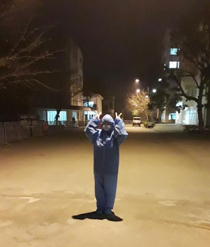 Bức ảnh duy nhất Phùng Ngọc Ánh chụp trong suốt sáu ngày qua, vào tối 29/1, hôm đầu tiên hỗ trợ bệnh viện dã chiến Đại học Kỹ thuật Y tế Hải Dương. Ảnh: Nhân vật cung cấp.