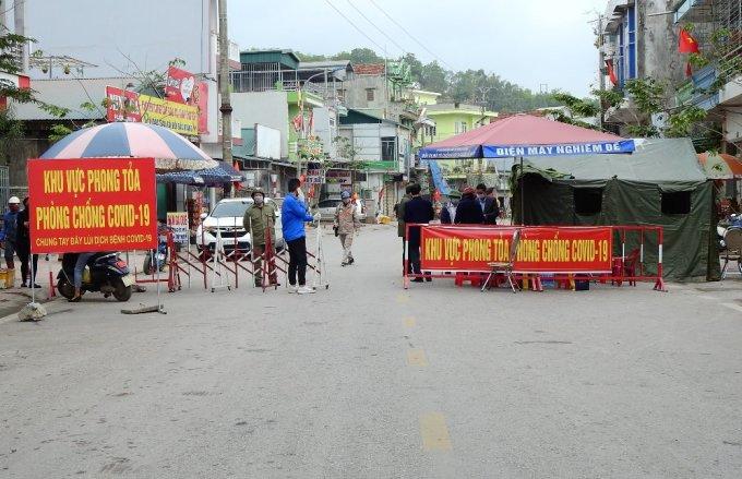 Một chốt kiểm soát tại huyện Vân Đồn. Ảnh: Minh Cương