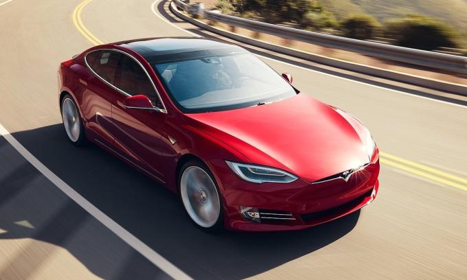 Model S - một trong bốn sản phẩm hiện nay của hãng xe điện Mỹ. Ảnh: Tesla