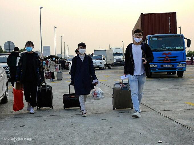 Sinh viên từ Hà Nội về trên cao tốc Hạ Long - Hải Phòng, chuẩn bị đón Tết Nguyên đán Tân Sửu 2021. Ảnh: Minh Cương