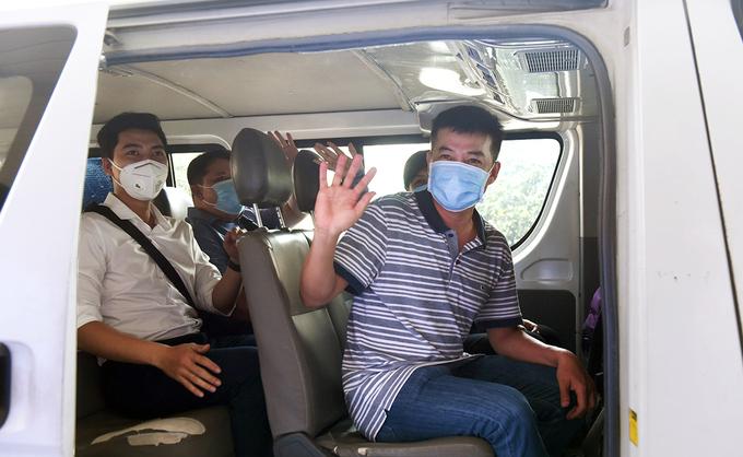 Bốn y bác sĩ sáng 4/2 lên đường với tinh thần không có ngày Tết, khi nào hết dịch thì sẽ trở về. Ảnh do bệnh viện Chợ Rẫy.