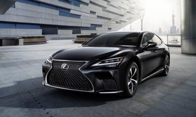 Lexus LS 2021 thay đổi đôi chút ở hốc gió, đèn pha. Ảnh: Lexus
