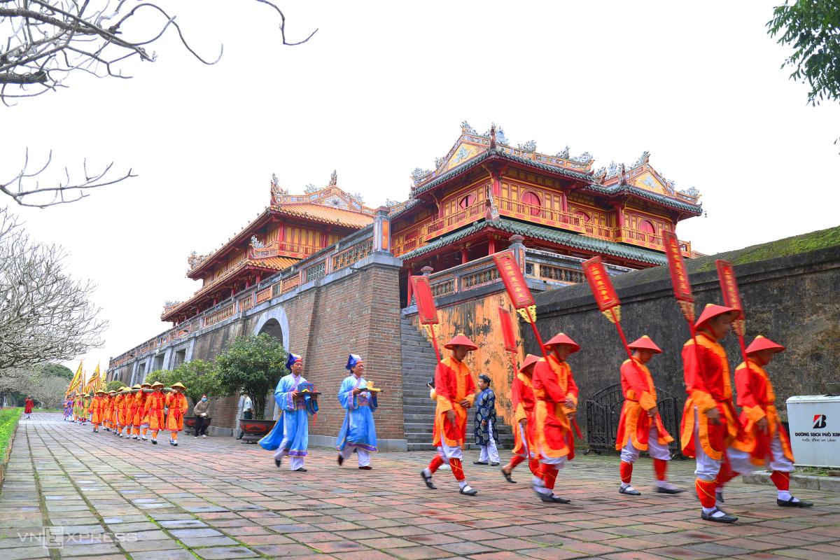Dựng nêu trong Hoàng cung triều Nguyễn