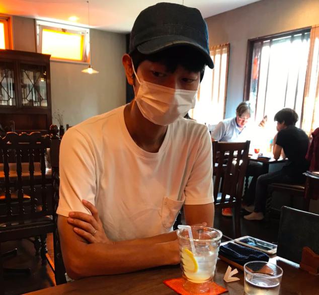Morimoto Morimoto đi ăn uống cùng khách hàng. Ảnh: Morimoto Morimoto.