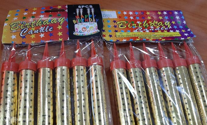 Loại pháo phụt trong sinh nhật giống với loại quảng cáo của Công ty TNHH Một thành viên Hóa chất 21, Bộ Quốc phòng được bán ở nhiều cửa hàng tạp hoá, bán bánh sinh nhật tại TP Hà Nội. Ảnh: Phương Sơn