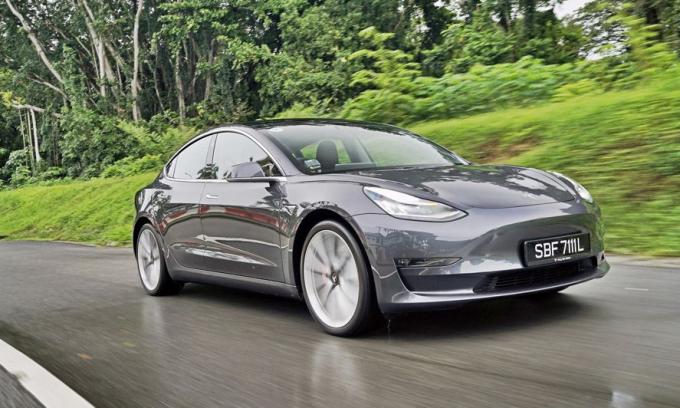 Model 3 tại Singapore có giá từ 85.200 USD. Ảnh: The Business Times