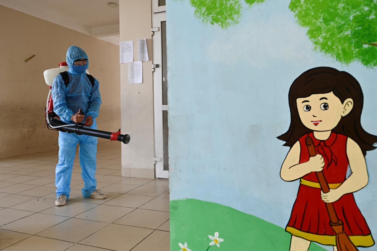 Học sinh trường Xuân Phương về nhà đón Tết muộn