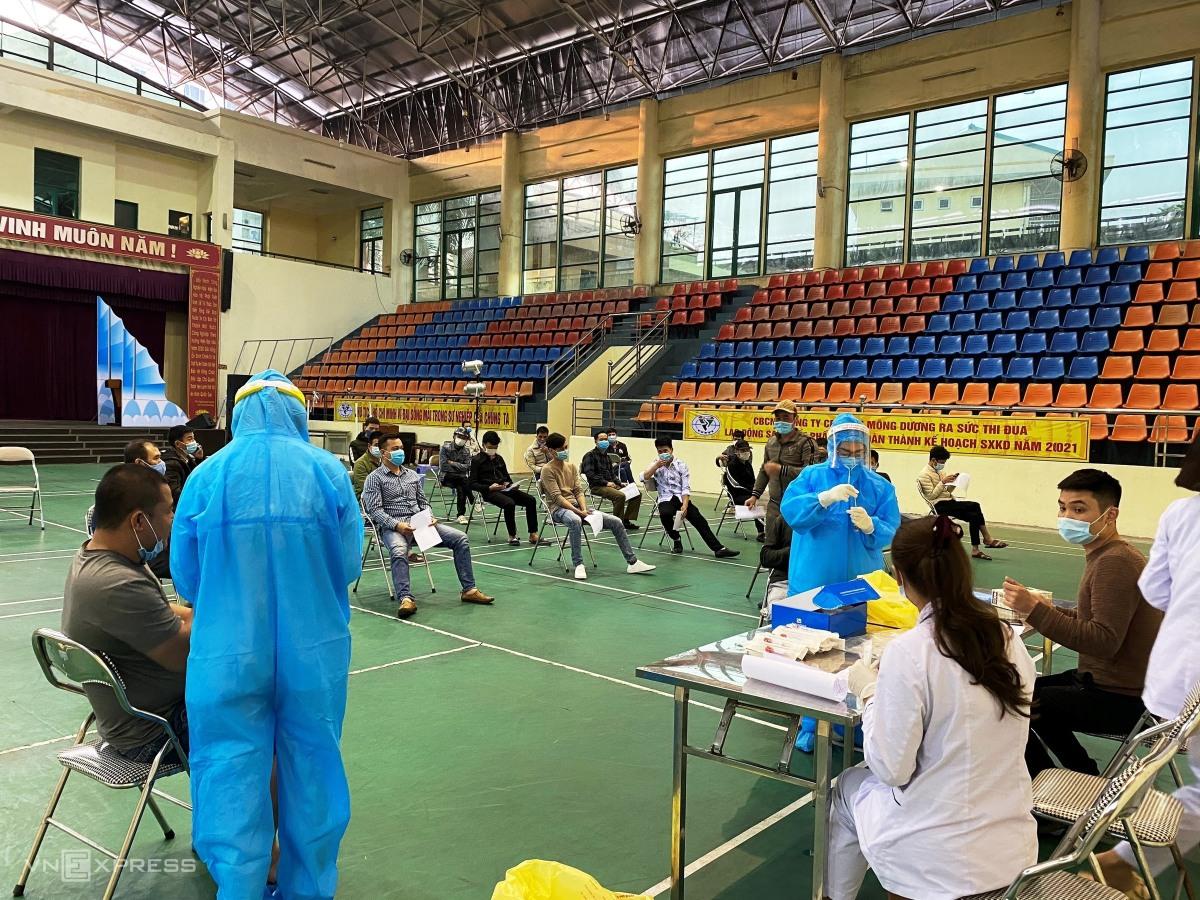 Hàng nghìn người xét nghiệm dịch vụ Covid-19 ở Quảng Ninh