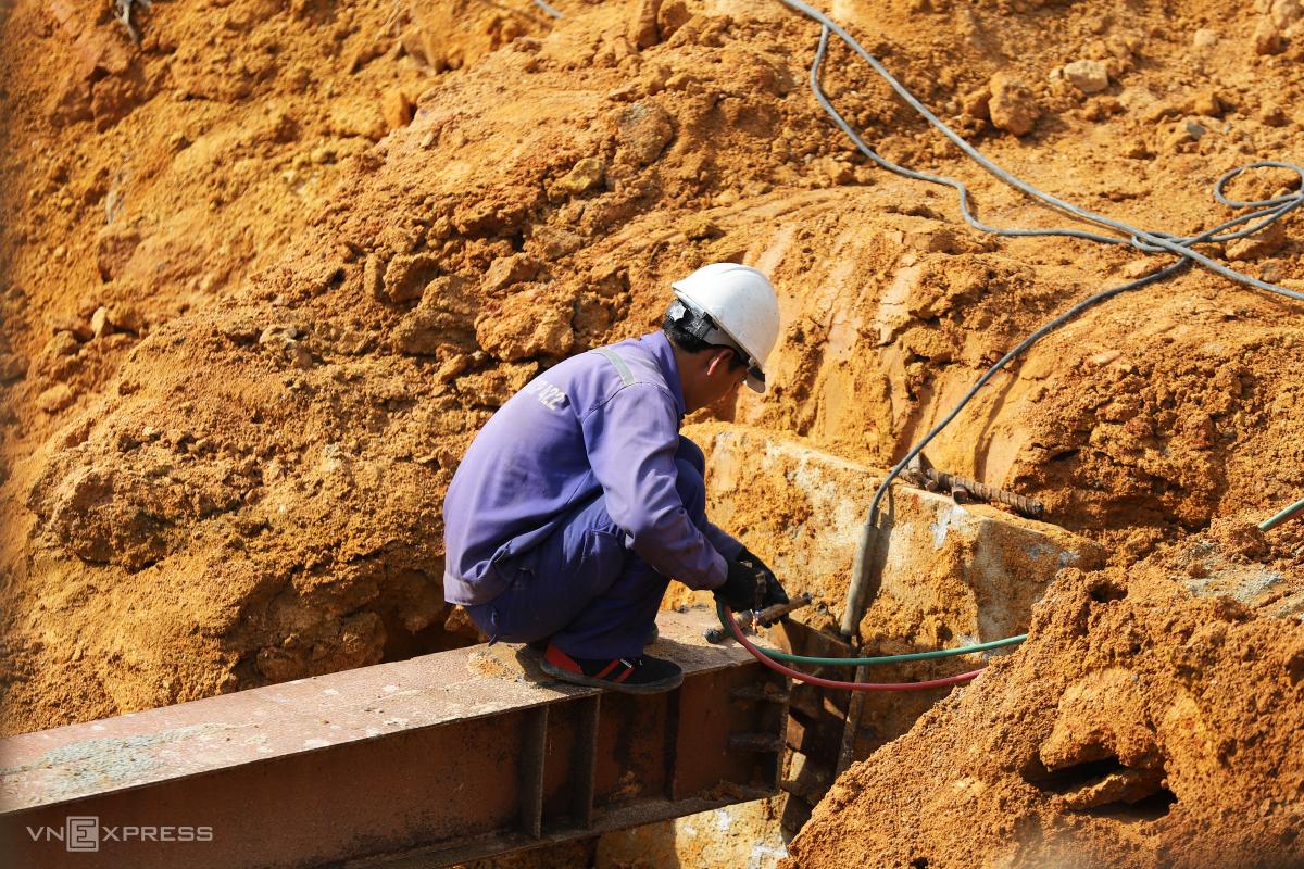 Công trường xây dựng cao tốc Cam Lộ - La Sơn