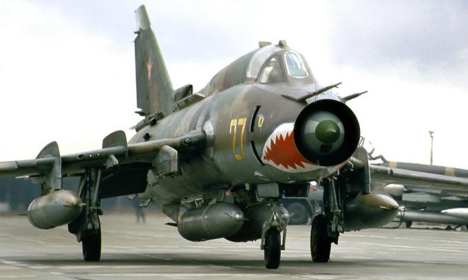 Tiêm kích bom Su-17M4 Liên Xô tại sân bay Gross-Dölln của Đông Đức. Ảnh: Rob Schleiffert.