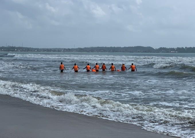 Cứu học sinh đuối nước, bảo vệ mất tích