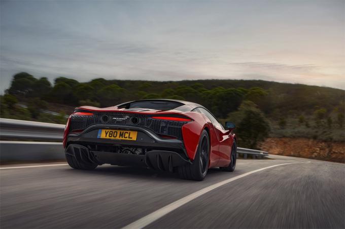 Đuôi xe đặc trưng McLaren.