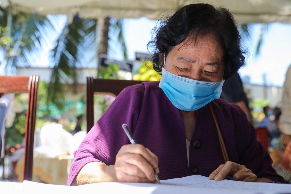 Người dân viếng nguyên Phó thủ tướng Trương Vĩnh Trọng