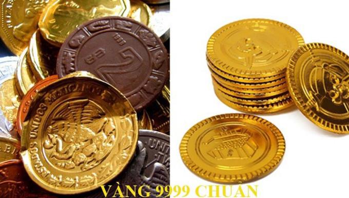 Kẹo đồng tiền vàng cũng được huy động để sống ảo ngày vía Thần Tài.