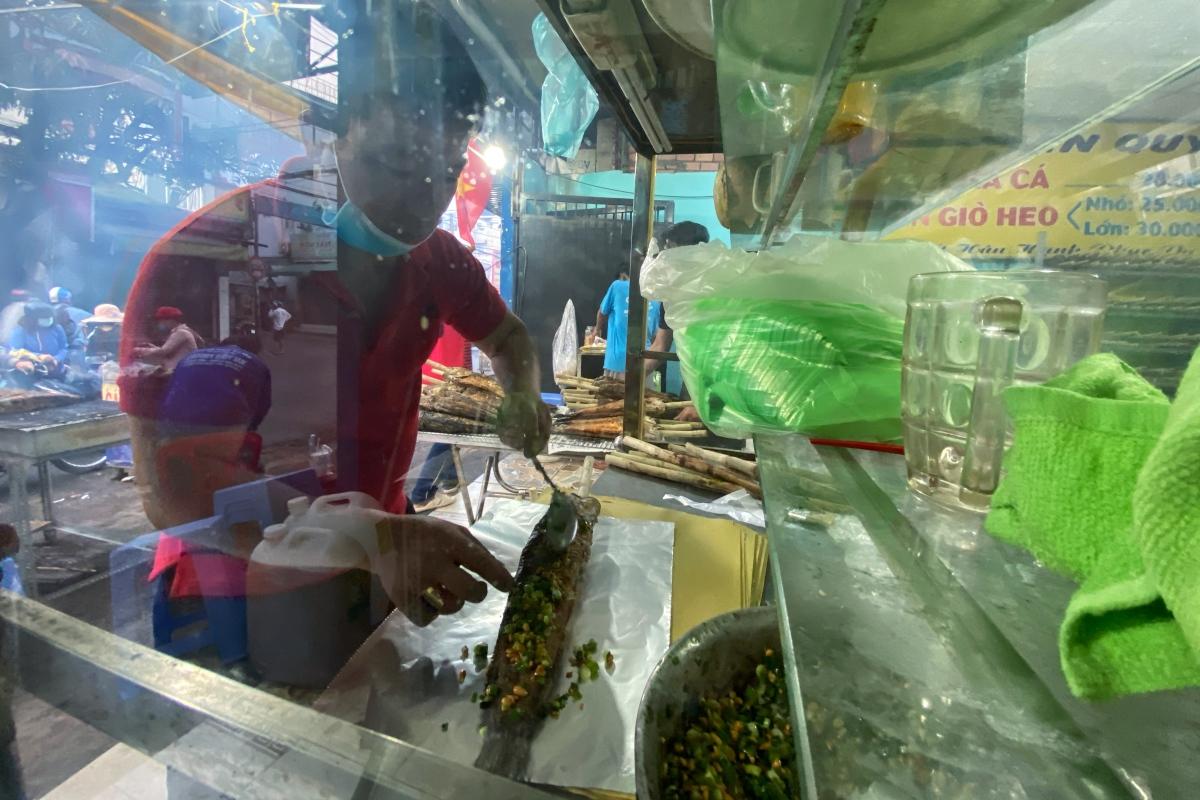 Gia đình nướng gần 4 tấn cá lóc trong ngày vía Thần tài