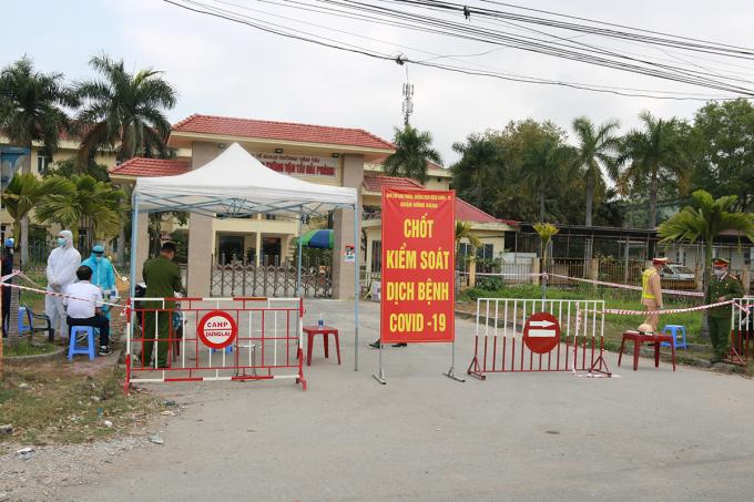 Bệnh viện GTVT liên quan đến 2 ca mắc nCoV làm việc tại đây đã được quận Hồng Bàng tổ chức phong tỏa ngay trong ngày 22/2. Ảnh: Giang Chinh