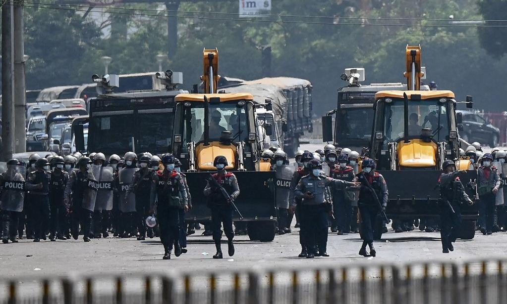 Biển người biểu tình tại các thành phố Myanmar