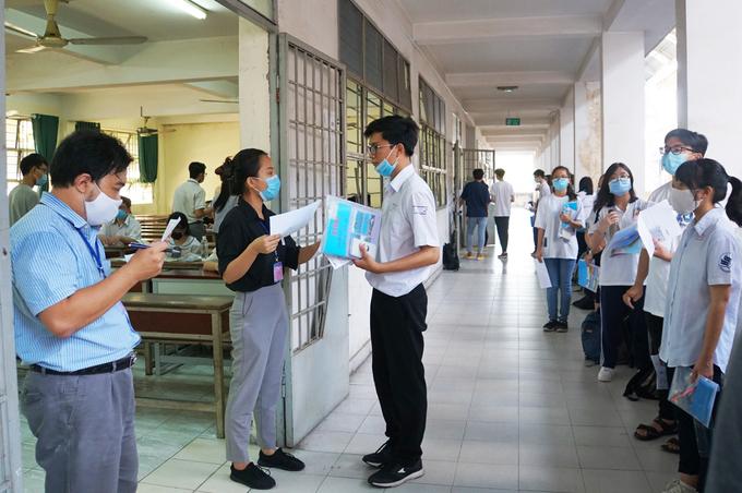 Thí sinh dự thi đánh giá năng lực do Đại học Quốc gia TP HCM tổ chức hồi tháng 8/2020. Ảnh: Mạnh Tùng.