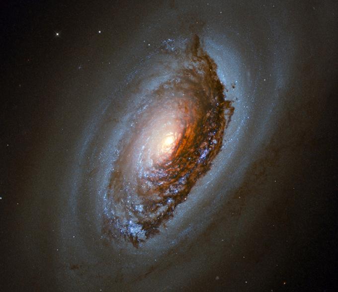 Hubble gửi về Trái Đất ảnh chụp tuyệt đẹp về thiên hà Mắt Quỷ. Ảnh: NASA/ESA.