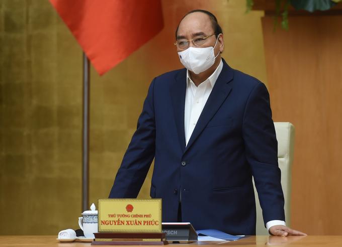 Thủ tướng Nguyễn Xuân Phúc chủ trì cuộc họp sáng nay. Ảnh: VGP/Quang Hiếu.