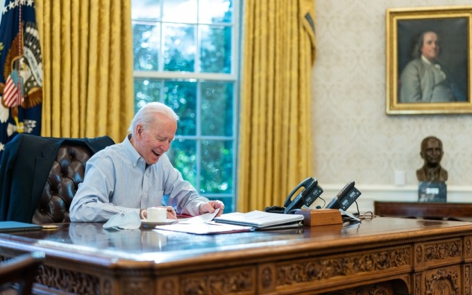 Tổng thống Mỹ Biden điện đàm với Thủ tướng Anh Boris Johnson trong Phòng Bầu dục hôm 23/1. Ảnh: White House.