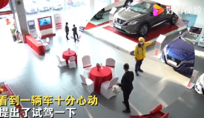Và vội yêu cầu xem xe sau khi giao hàng cho khách.
