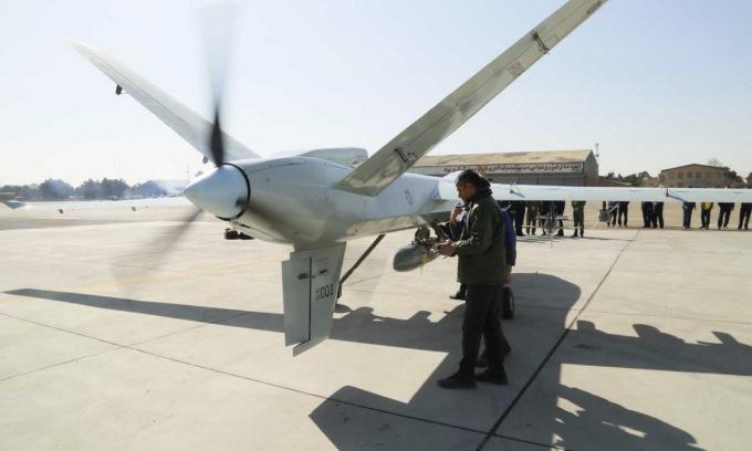 Iran ra mắt UAV vũ trang giống Mỹ