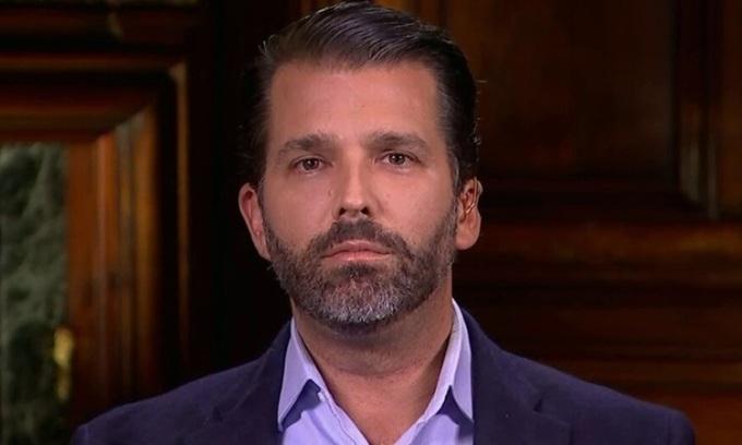 Donald Trump Jr, con trai lớn của cựu tổng thống Mỹ Donald Trump, trả lời phỏng vấn hôm 25/2. Ảnh: Fox.