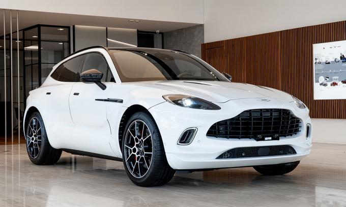 DBX tại showroom chính hãng ở Việt Nam. Ảnh: Aston Martin