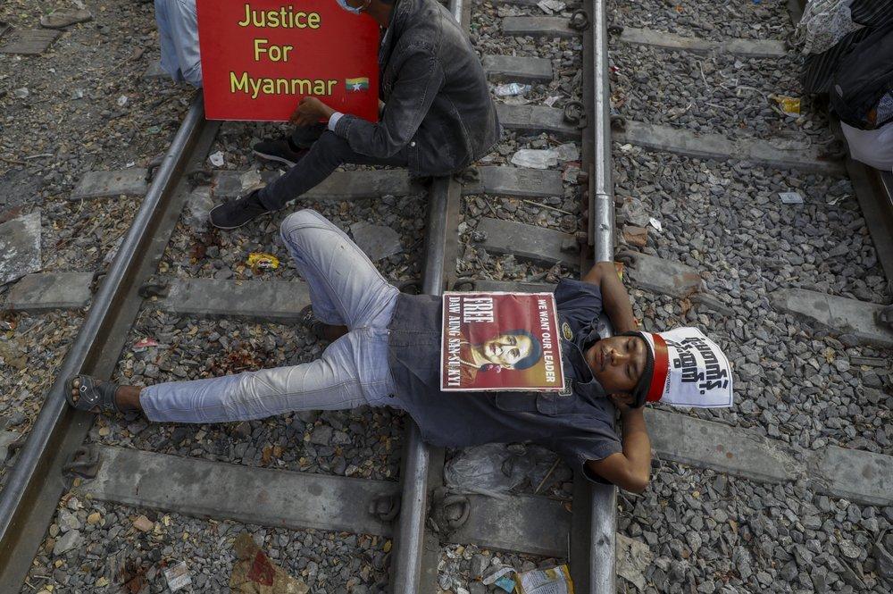 Một tháng Myanmar sục sôi dưới chính quyền quân sự