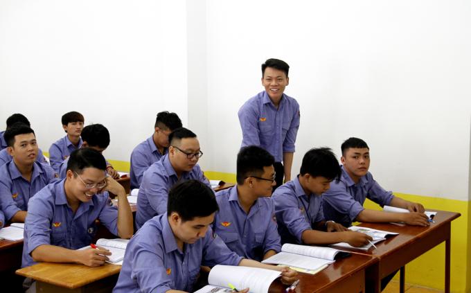 Học viên học lái tàu Metro Số 1 hồi tháng 7/2020. Ảnh: Gia Minh.