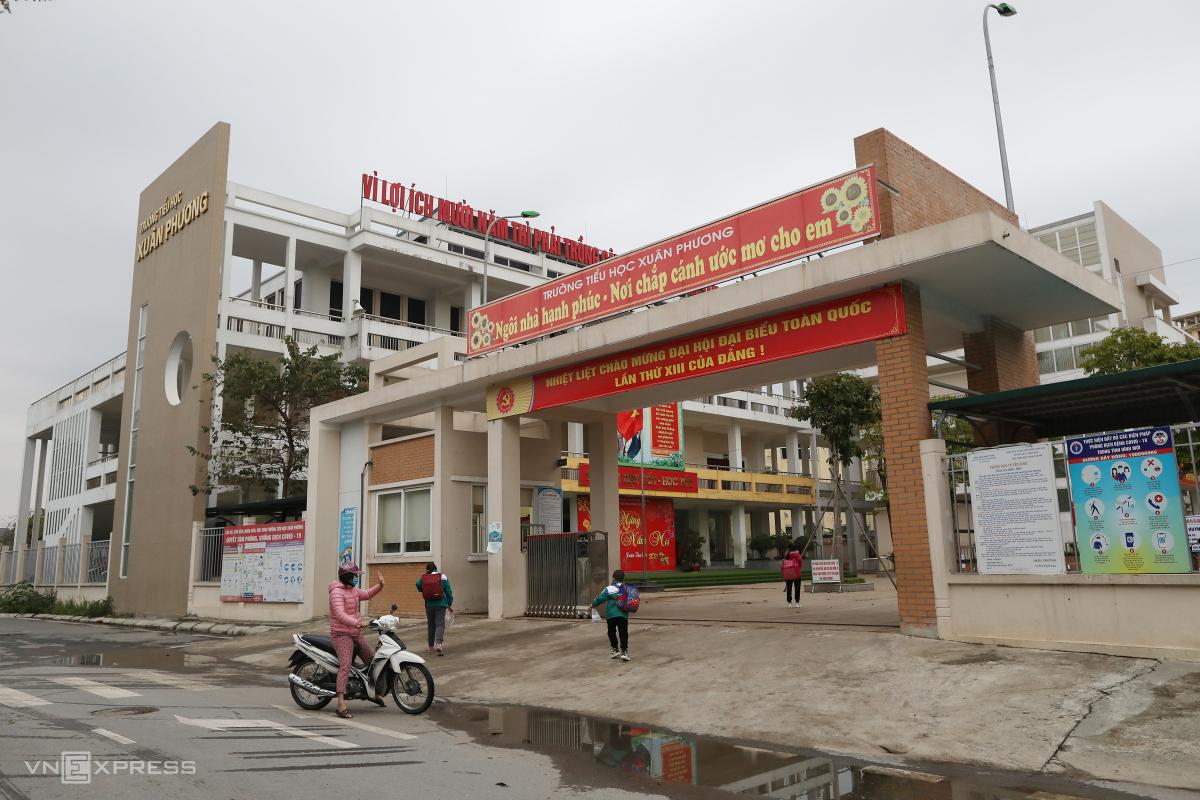 Học sinh trường Xuân Phương ngày đầu đi học sau Tết