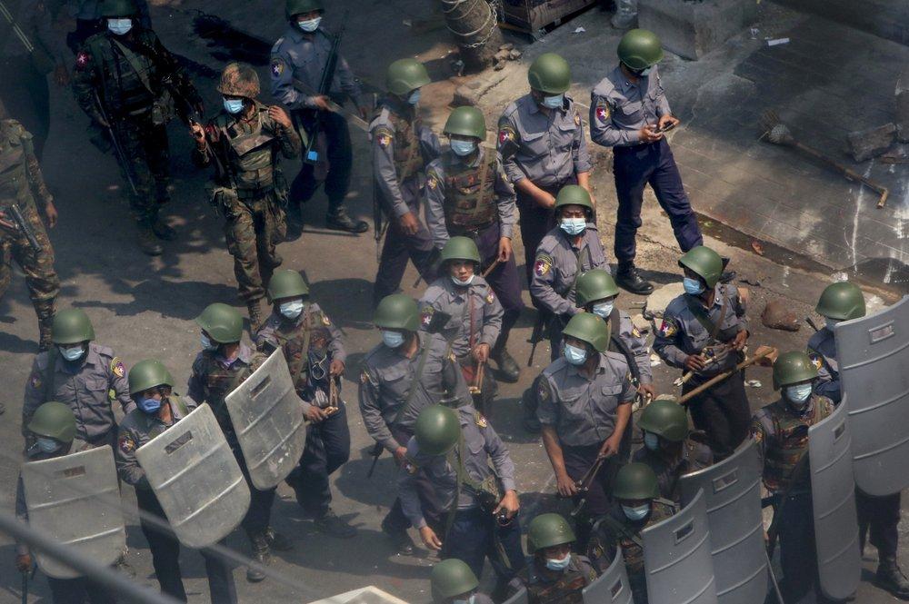 Ngày biểu tình đẫm máu ở Myanmar