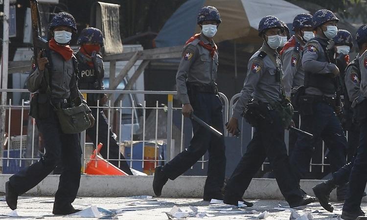 Thêm 16 cảnh sát Myanmar vượt biên sang Ấn Độ