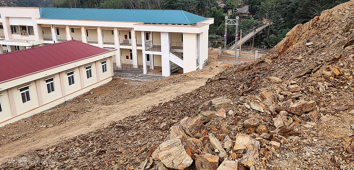 Gần 200 học sinh sơ tán khỏi trường