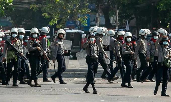 Cảnh sát Myanmar vượt biên sang Ấn Độ xin tị nạn