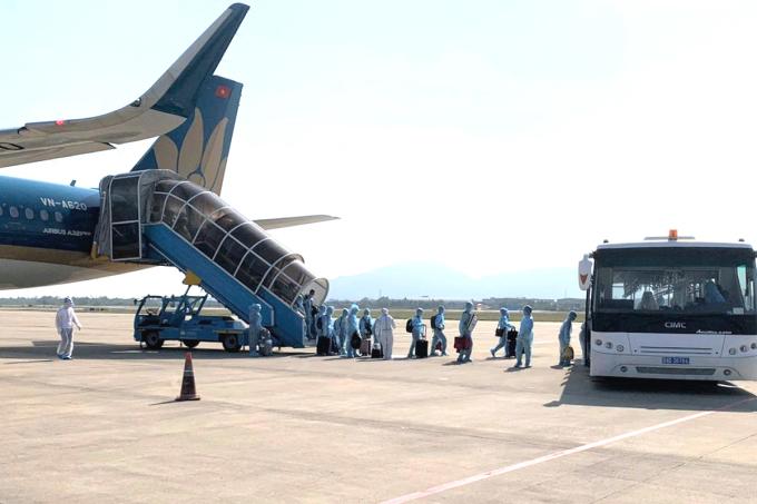 Máy bay hạ cánh ở sân bay Đà Nẵng. Ảnh: VNA
